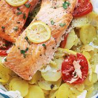 Pavés de saumon sur lit de pommes de terre fondantes au four