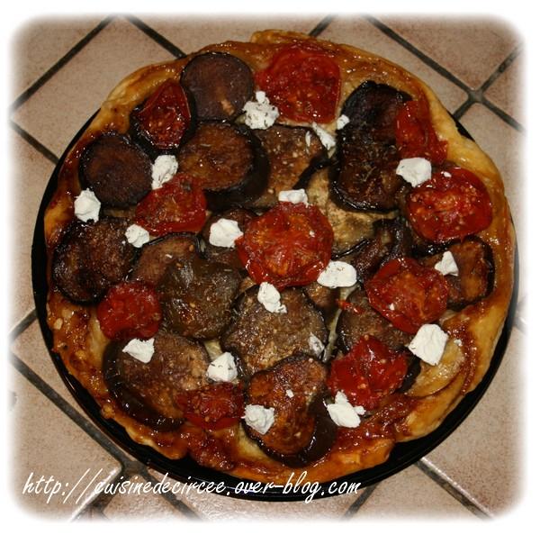 Tarte tatin d'aubergine, tomate et chèvre