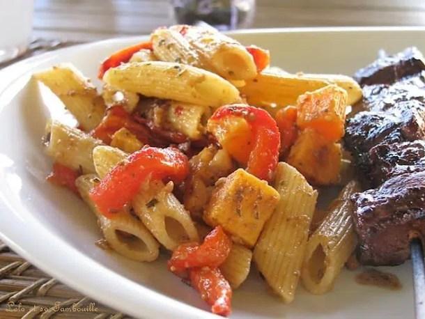 Salade de pennes aux poivrons rouge, mimolette & sauce Saclà