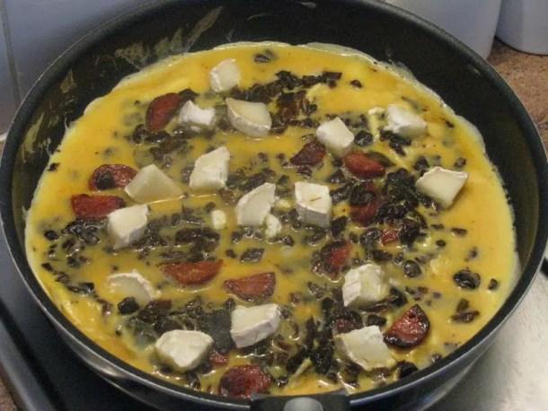 Omelette au chèvre, ratatouille & chorizo