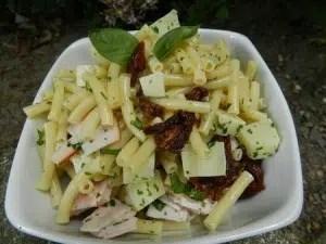 salade de macaronis à l'ossau iraty, jambon et huile de noix