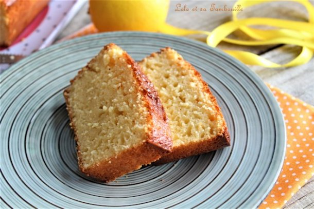 Cake fondant au citron {au yaourt & à la crème}