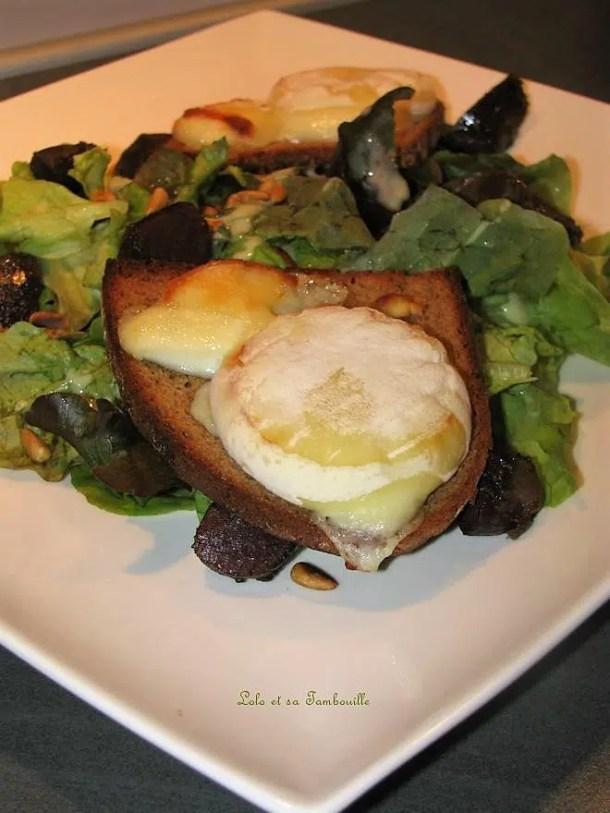 Salade de chèvre chaud aux gésiers de canard & pignons