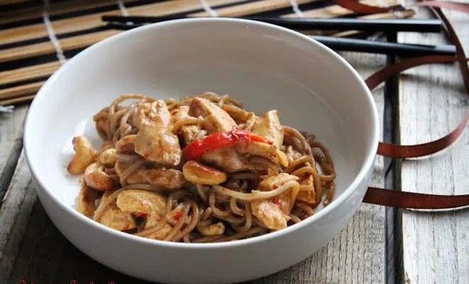 Wok de poulet au lait de coco & noix de cajou