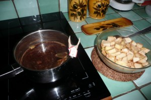 Pommes et pêches pochées aux épices 1