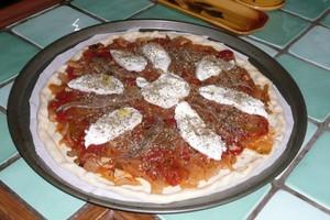 Pizza tomates oignons (7)