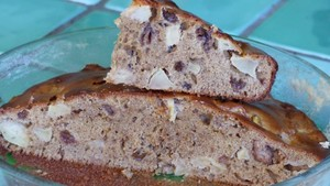 Gâteau moelleux aux pommes, raisins secs au rhum (2)