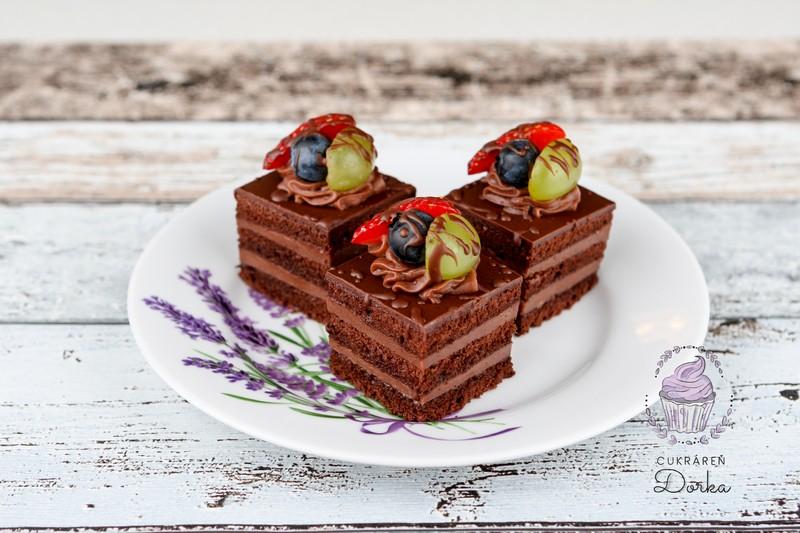 Čokoládová kocka s ovocím