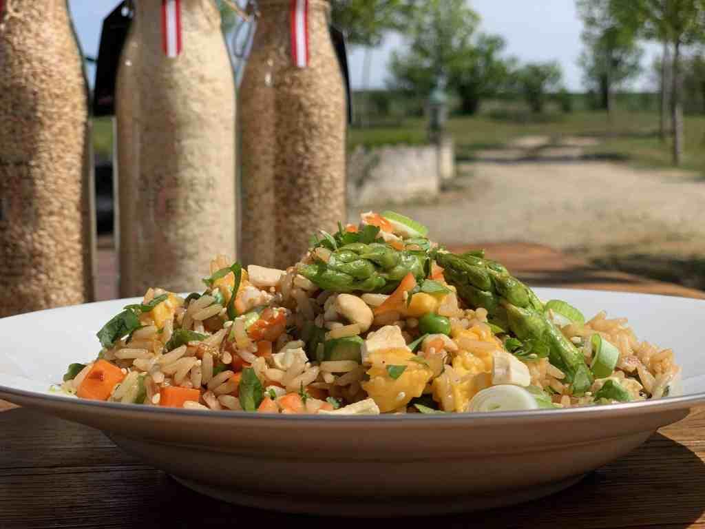 """Auch das Rezept """"Gebratener Reis mit Gemüse und Ei"""" von Martina Hohenlohe schmeckt den Usern auf Facebook"""