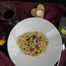 Gorgonzola and Red Grape Spaghetti