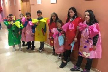"""Cúllar Vega organiza un taller de máscaras de carnaval con materiales reciclados"""