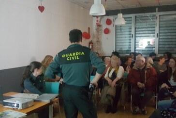 Los mayores de Cúllar Vega aprenden a prevenir robos y estafas a través de un curso
