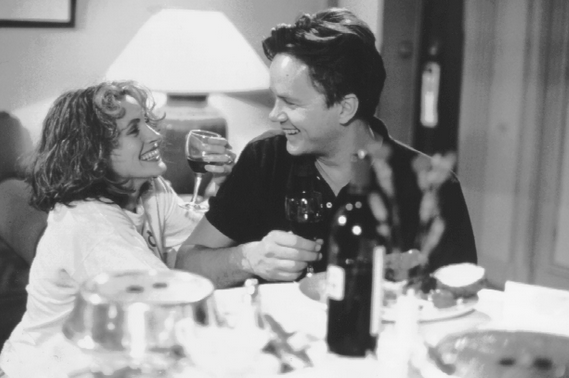 Julia Roberts and Tim Robbins play reporters to caught up in their own whirlwind romance to care about reporting on de la Fontaine's death