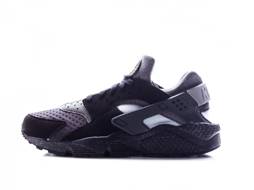 nike-air-huarache-run-se-black-0