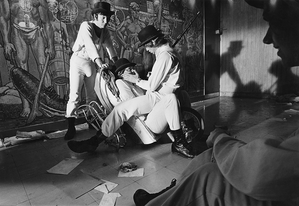 Droogs in hall of flats. ©Dmitri Kasterine.