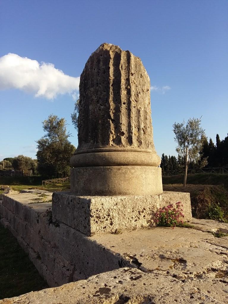 Colonna, Parco Archeologico di Locri Epizefiri. ©Claudia Stritof. Tutti i diritti riservati.