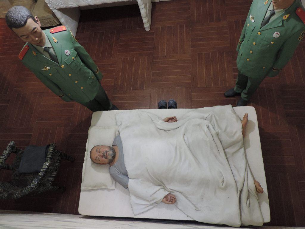 2015-11-Aiweiwei-sleeping