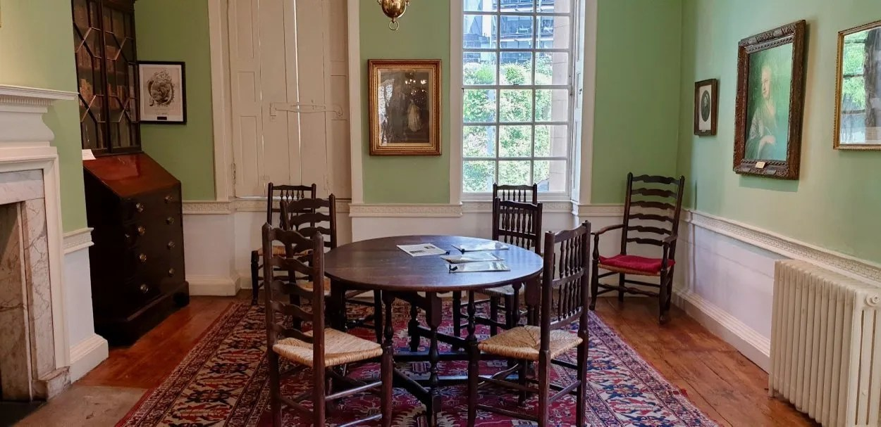 Table and chairs Dr Johnson's House London