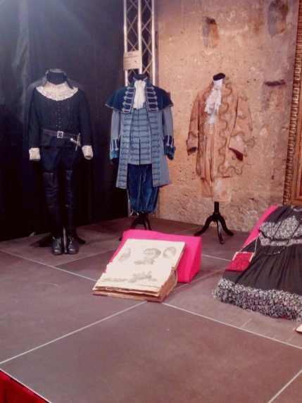 """Costumi indossati dal cantante per le opere: """"Lucia di Lammermoor"""", """"Matrimonio Segreto"""" . ( da sinistra a destra)"""