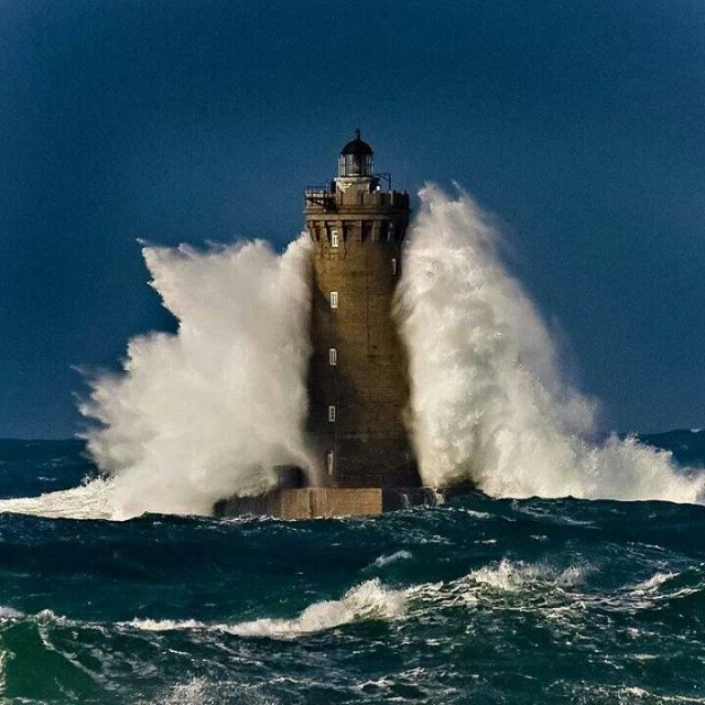 lighthouse-storm-waves