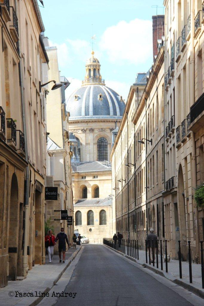 Derriere l'Académie Francaise