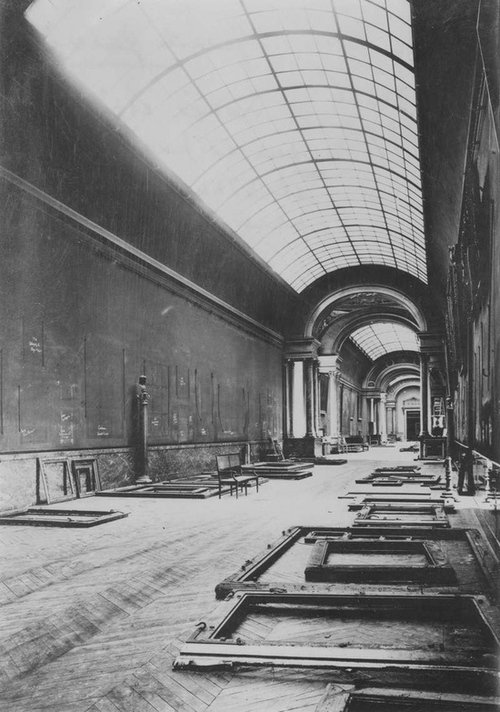 the Louvre during WW2