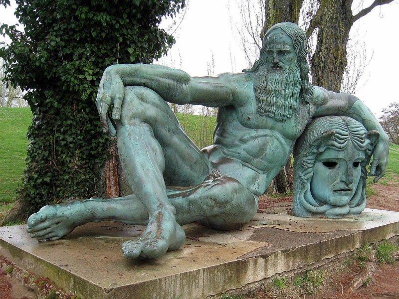 statue leonard de vinci