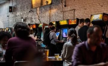 NEW YORK: ย้อนวัยกับตู้เกมย้อนยุคและ craft beer สดๆจากแท็ปที่ Barcade