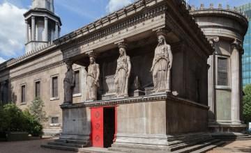 LONDON : The Crypt Gallery พื้นที่แสดงงานศิลปะลึกลับในห้องเก็บศพใต้โบสถ์โบราณ