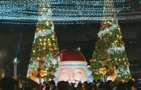 ส่งความสุขผ่านงานศิลปะในแบบของ 'ฮาวิเย่ กอนซาเลซ บูรโกส' ศิลปินผู้หลงรักคริสต์มาส