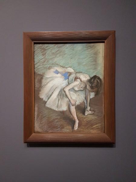 danseuse assise se massant le pied, Degas - musée d'Orsay