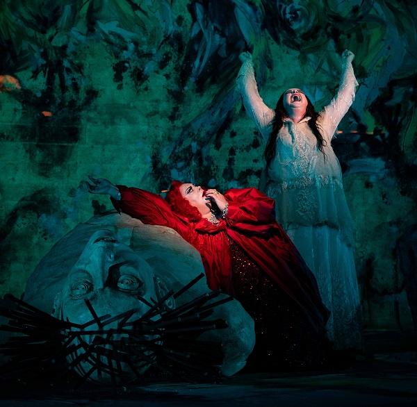 Elektra - Violeta Urmana (Clytemnestre), Ricarda Merbeth (Elektra)