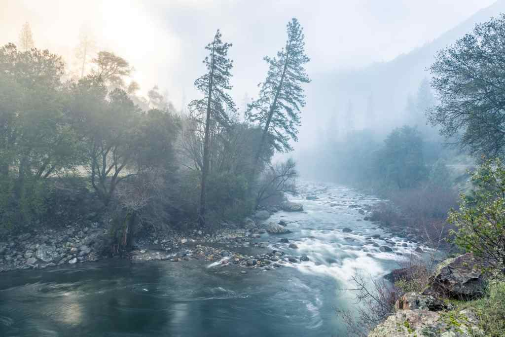 Dawn Travel Photography Vlog – Frozen in Yosemite