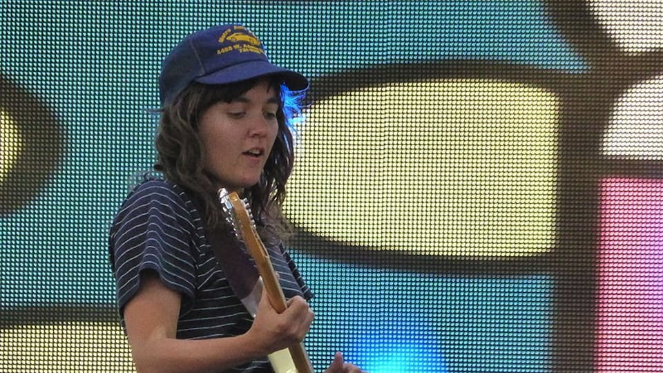 http://www.culturesonar.com/wp-content/uploads/2016/10/Courtney Barnett at Coachella