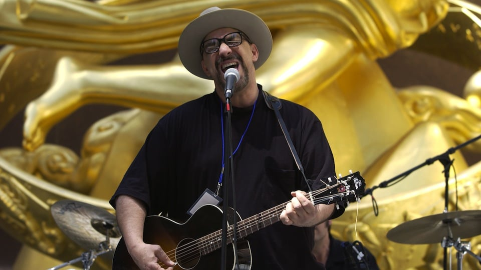 Pat DiNizio of The Smithereens courtesy of Getty