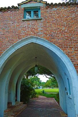 Casa Feliz Arch