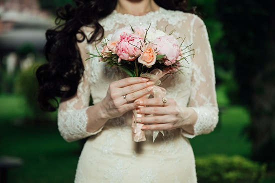 10 Ways Brides & Grooms Can Make Extra Money to Pay for A Wedding