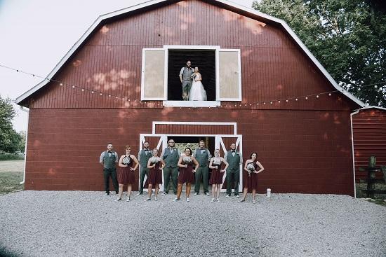 Chic wedding in a barn