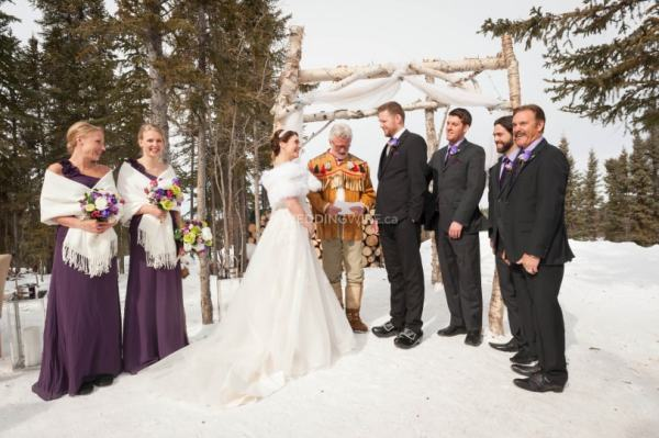 wedding at blachford lake lodge. The best wedding venues in the World. Find the best places to get married in Canada. We have rounded up the best wedding venues in Canada #weddingvenues #weddingsincanada