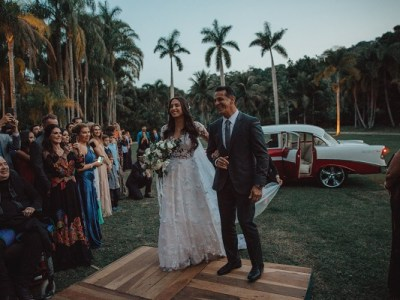 wedding venue ideas every bride must check out. If you are looking for unique wedding venues, then click here for a list of non traditional wedding venues for your big day. How to find the best wedding venues #weddingplanning #uniqueweddingvenues #weddingvenue #bridetobe