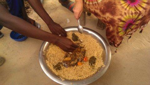 Jambalang: eten uit de gezamelijke pot