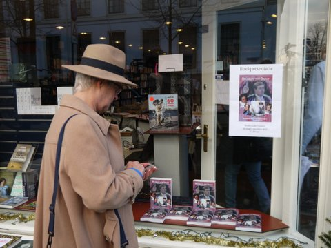 Over Het geloof van Oranje. De eerste boekpresentatie vond plaats bij. Boekhandel Douwes in Den Haag op15 december 2015. Aanwezig was o.a. ds Carel ter Linde. Best wel spannend.