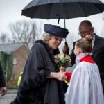 Sint Bavo in Haarlem :  prinses Beatrix bewondert restauratie van interieur