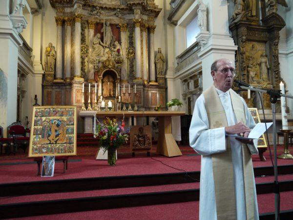 Pastoor Niesten tijdens zijn preek over '''geraakt worden'' op 17 september in de Groenmarktkerk van Haarlem.