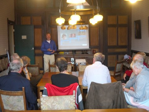 Workshop over betrokkenheid van Bart Schalkx van de Beweging van Barmhartigheid .