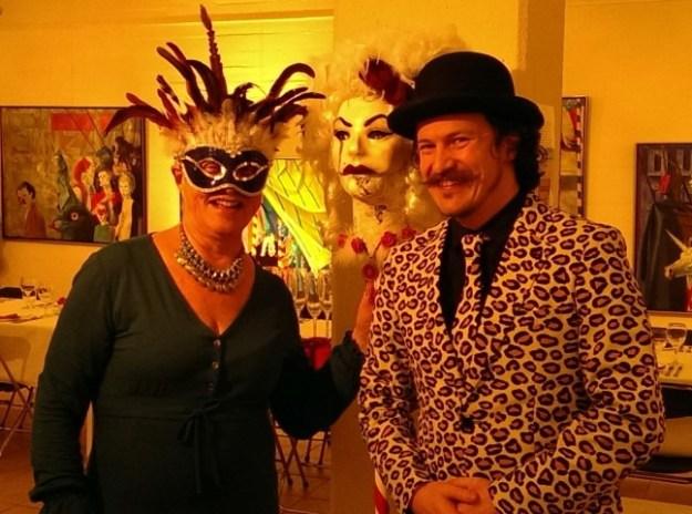 Samen met DJ Robert Walsh. Tussen het optreden van Opera Familia zorgde hij voor passende muziek.