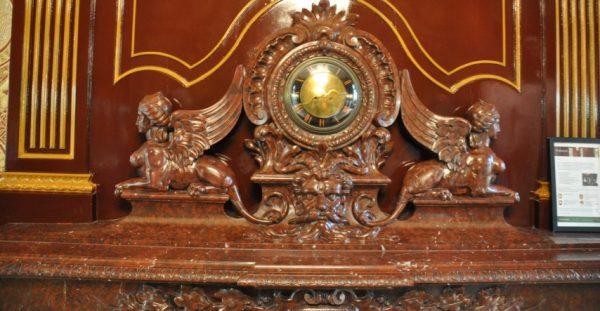 Kasteel Oud Poelgeest, de schouw van de Drakenkamer, inspiratiebron voor het ''Trillenbeest''