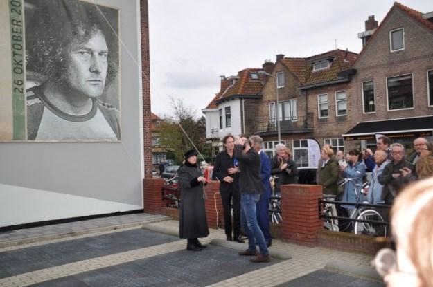Jan Wolkers en Me Too : op 26 augustus 2017 onthulde Karina Wolkers in Oegstgeest een muurgedicht van haar man Jan Wolkers