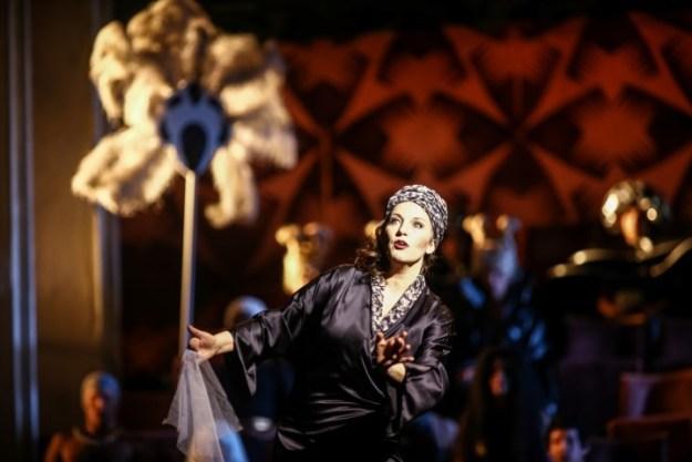 Susan Rigvava-Dumas in Sunset Boulevard. Deze musical is in Carre te zien van 28 maart t/m 8 april met de Engelse cast, maar daarin speelt Suzan niet mee.