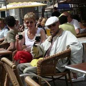 10 jaar Haarlem. Roel Visser (1946-2008) en Marianne Visser van KLaarwater, onze eerste biertje in Haarlem